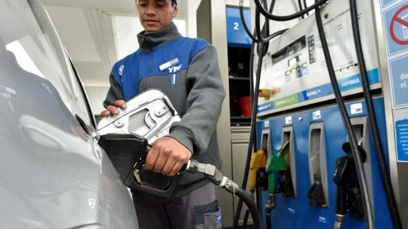 Este fin de semana aumenta la nafta: de cuánto será el incremento | Garantia Plus