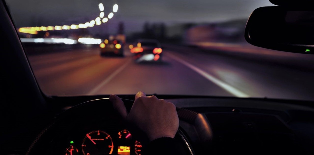 Manejo seguro: Qué tener en cuenta antes de salir a la ruta de noche | Garantia Plus