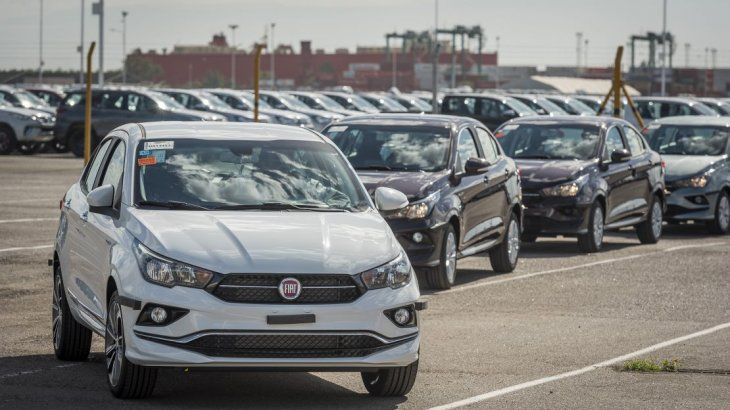 Autos: en el año, precios suben 20% (le empatan al dólar y a la inflación) | Garantia Plus