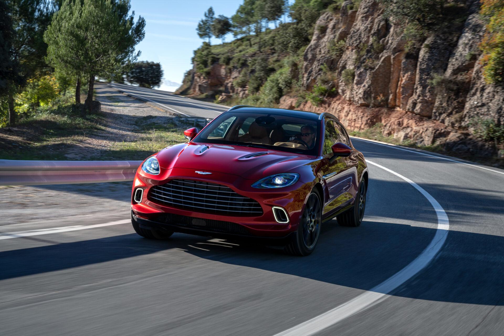 Aston Martin, la tradicional marca de autos deportivos que se sumó al furor de los SUV | Garantia Plus