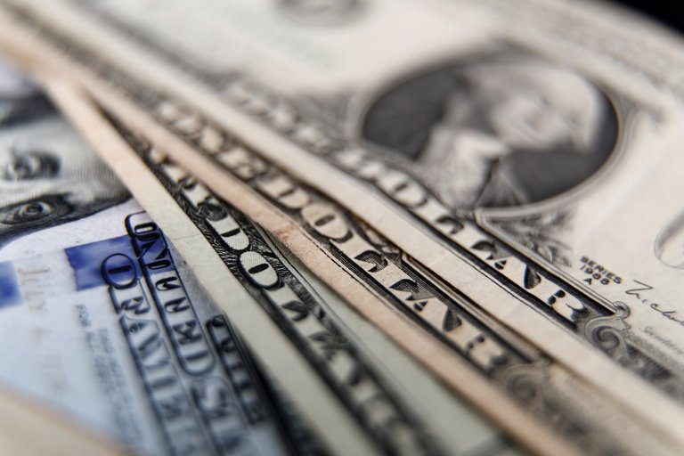 Gobierno estudia incentivo para que la gente ahorre en dólares | Garantia Plus