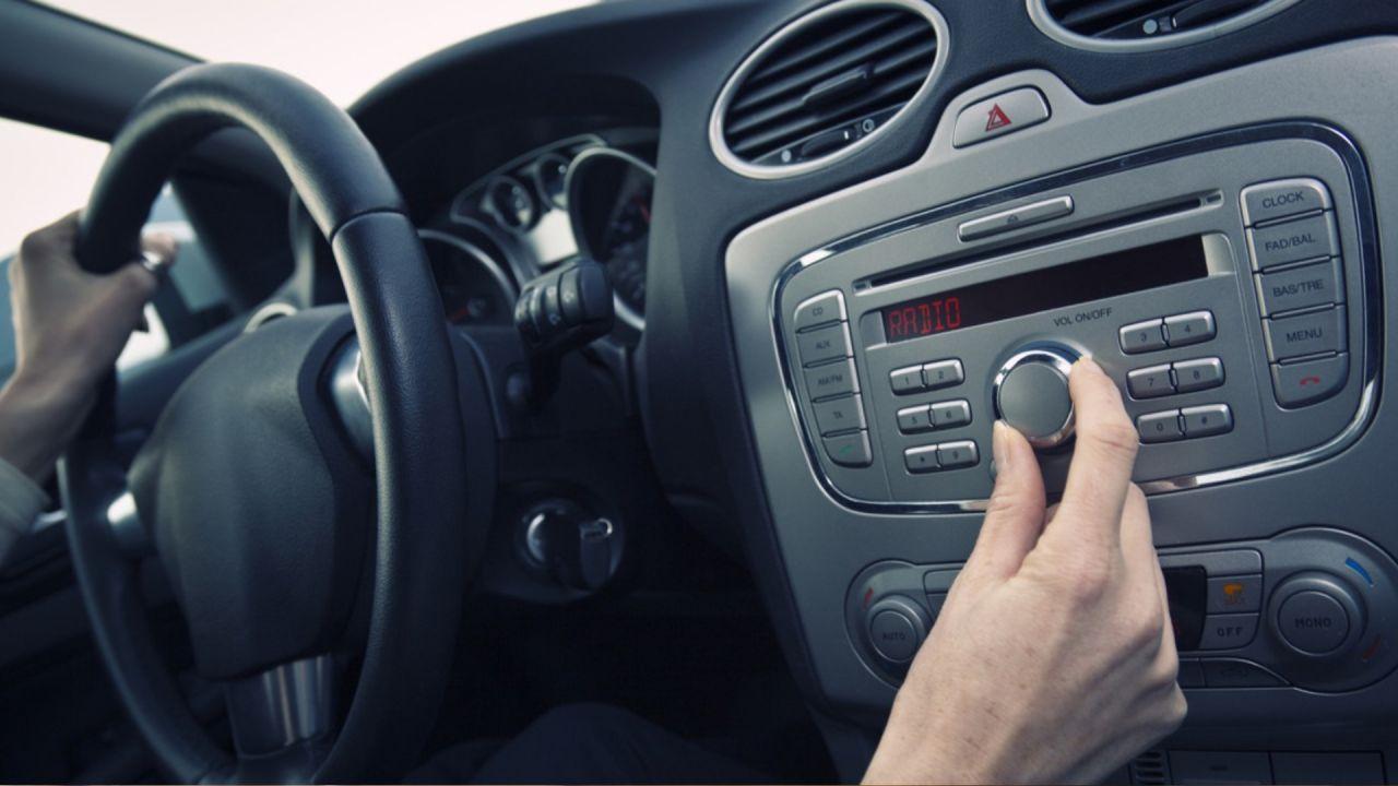 Día de la Radio: cómo fue su evolución en el auto | Garantia Plus