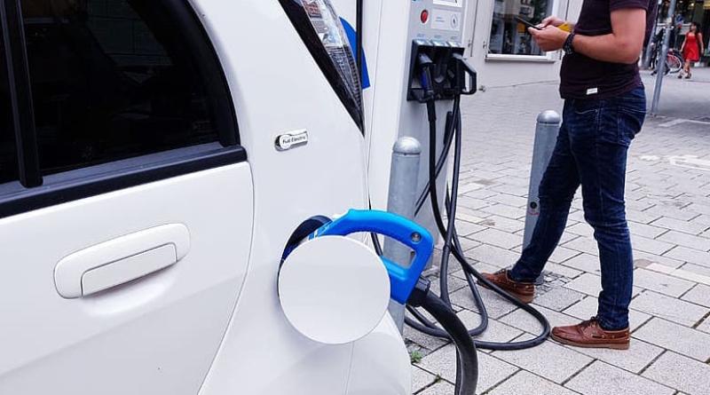 Los autos eléctricos ya son una realidad: cómo fue su evolución a 20 años de su invención | Garantia Plus