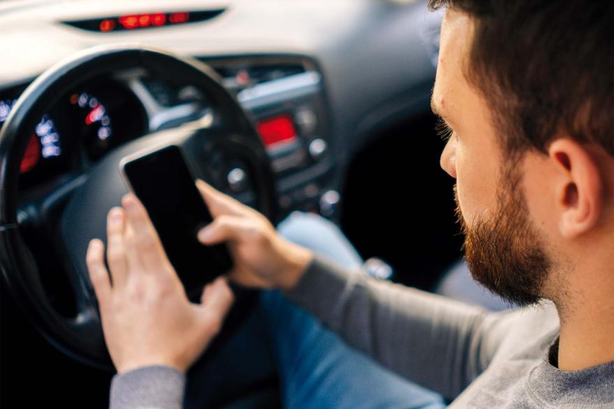 Cómo aprovechar los sistemas de conectividad del auto al máximo | Garantia Plus